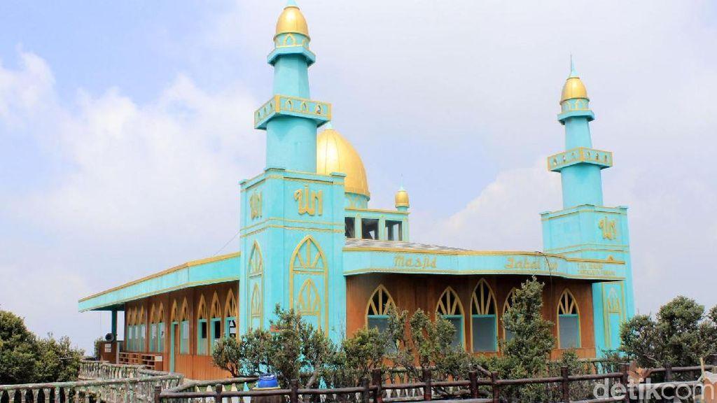 Masjid Jabal Nur Nyaris Tak Tersentuh Abu Tangkuban Perahu