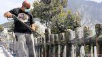 Abu Vulkanik Gunung Tangkuban Perahu Dibersihkan