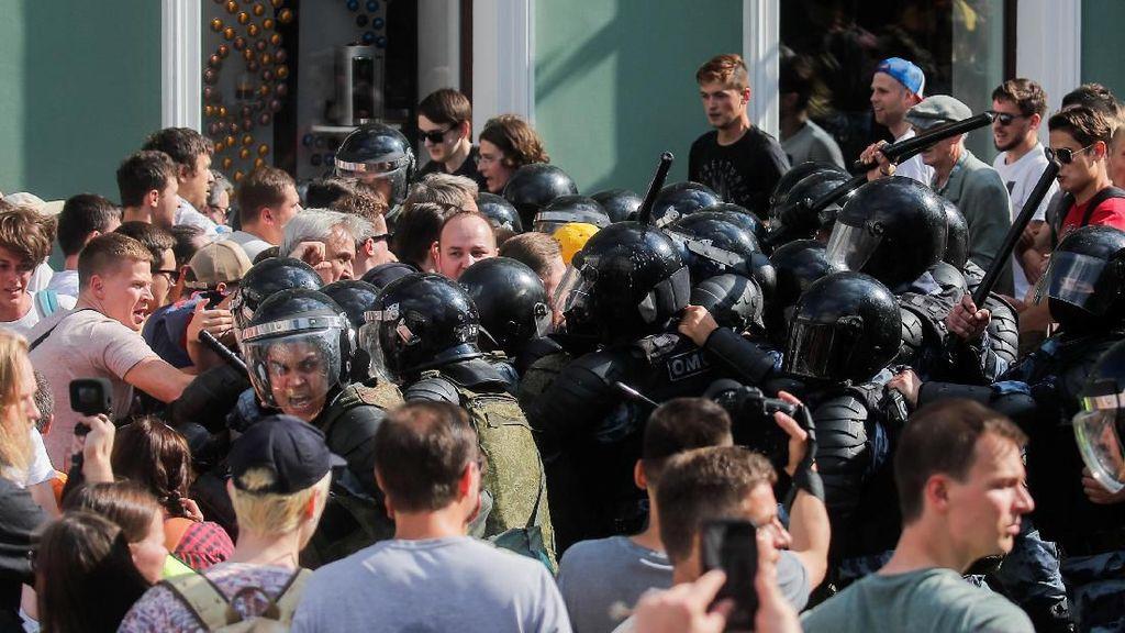 Polisi Rusia Tangkap 1.000 Lebih Massa yang Minta Oposisi Ikut Pemilu