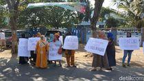Gubernur Khofifah Disambati Nelayan Cantrang Probolinggo