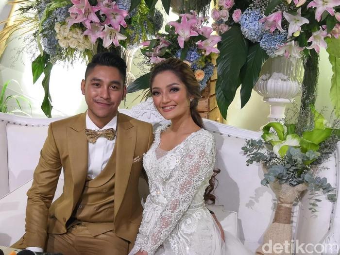 Pernikahan Siti Badriah dan Krisjiana Baharudin