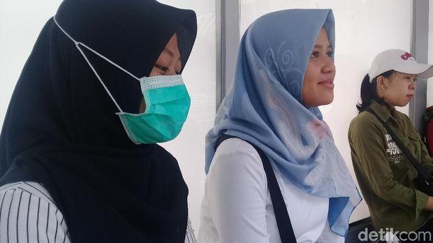 Beberapa pengunjung CFD Sudirman-Thamrin merasa perlu pakai masker karena khawatir akan polusi udara.