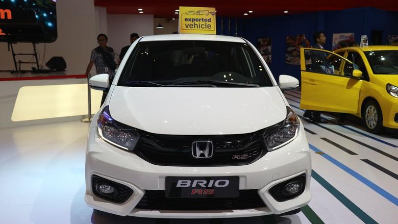 Honda Brio bersetir kiri di pameran GIIAS 2019. Foto: Dina Rayanti