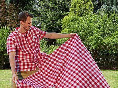 KFC rilis kemeja kotak-kotak yang bsa jadi taplak piknik Foto: