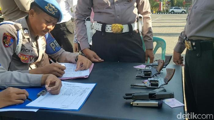 Pemeriksaan senjata api di Mapolres Situbondo/Foto: Ghazali Dasuqi