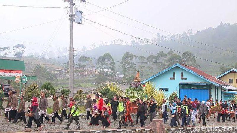 Kaligua Culture Festival (KCF) digelar di Kebun Teh Kaligua, Desa Pandansari, Kecamatan Paguyangan, Brebes, Jawa Tengah. Wisatawan datang dari Tegal, Banyumas dan Cirebon (Imam Suripto/detikcom)