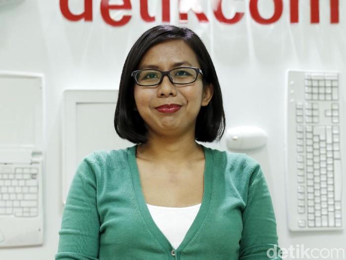 Penulis Alia Zalea saat berkunjung ke kantor detikcom.