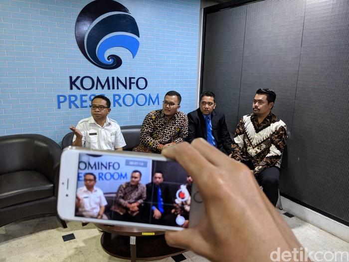 Pertemuan pengacara Kimi Hime dengan Kominfo. Foto: Agus Tri Haryanto/inet