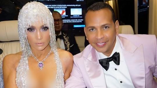 So Sweet! Jennifer Lopez Hentikan Konser Demi Rayakan Ultah Tunangannya