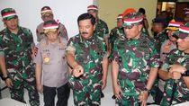 Momen Panglima TNI dan Kapolri Tinjau Prajurit di Pulau Nipah
