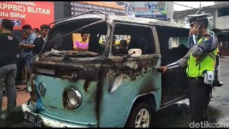 Mobil VW Kombi yang terbakar Foto: Erliana Riady