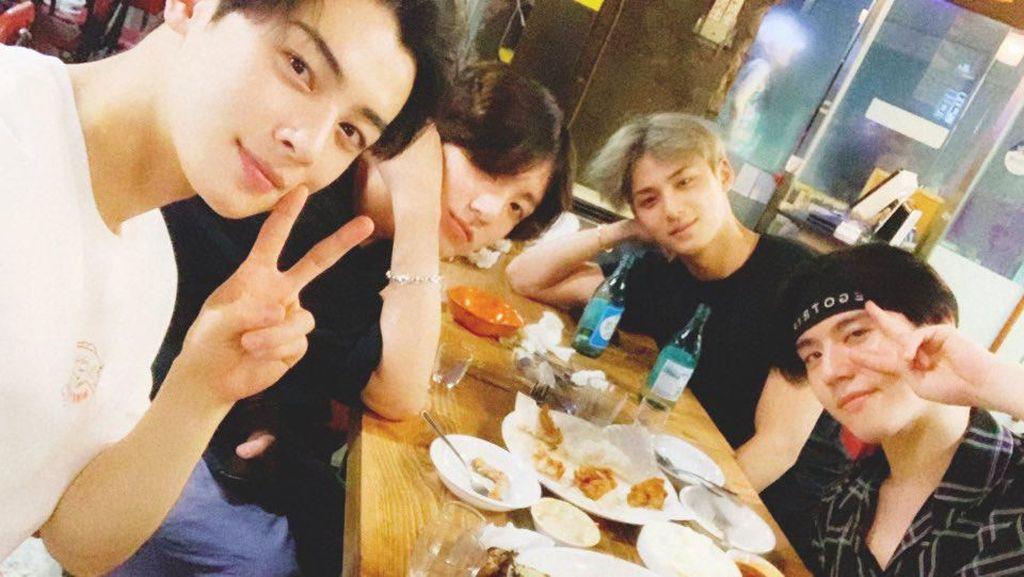 Jungkook BTS hingga Cha Eun Woo, Pilih Hangout Bareng di Resto Sederhana
