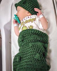 Lucunya! Bayi Baru Lahir Ini Dipakaikan Kostum Acar