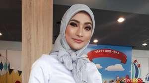 Undang Jokowi dan Deretan Karangan Bunga di Pernikahan Siti Badriah