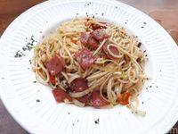 Louis: Cicip Spaghetti dan Caramel Macchiato di Kafe Instagenik