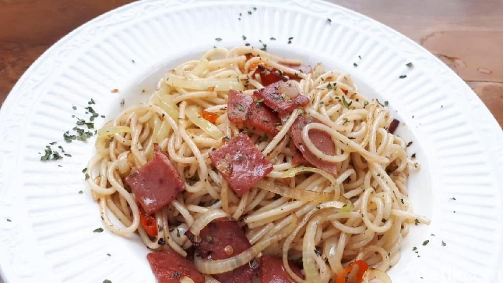 Menyantap Spaghetti dan Selfie Asyik di Kafe Instagenik