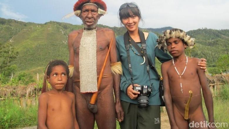 Ilustrasi wisatawan bersama suku Dani di Wamena, Papua (Afif Farhan/detikcom)