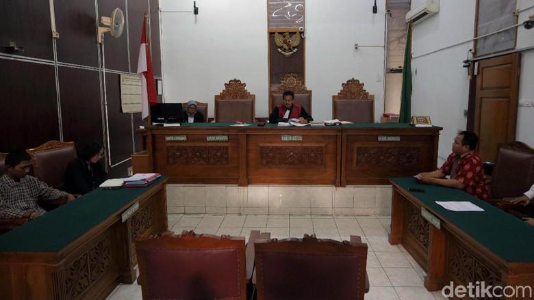Gugatan Ganti Rugi Ditolak, Ibu Korban Salah Tangkap: Tidak Adil!