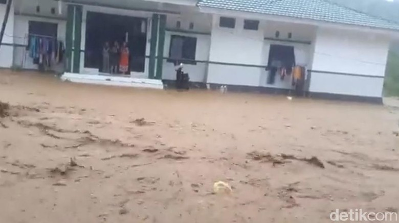 RSUD di Parigi Sulteng Diterjang Banjir