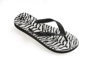 Saint Laurent Gandeng Havaianas, Rilis Sandal Jepit Fancy Rp 900 Ribuan