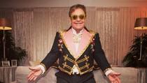 Elton John Dicap Diva, Lempar Tas Rp 56 Juta dari Atas Private Jet