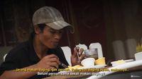 Ekspresi Senang Pak Slamet, Pemulung yang Baru Pertama Kali Makan Daging Sapi