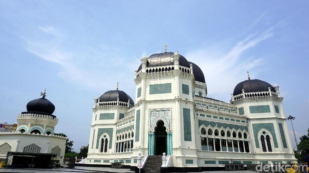 Masjid Megah di Medan: Arsiteknya dari Belanda Lantainya dari Italia