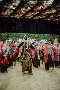 Oktiya Haniarti jadi viral karena menari zumba di pernikahannya