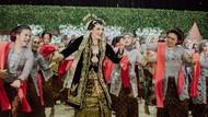 Foto: Pernikahan Adat Jawa yang Viral karena Pengantinnya Asyik Zumba