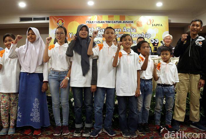 Pengurus Besar Persatuan Catur Seluruh Indonesia (Percasi) bersinergi dengan JAPFA memberangkatkan 10 pecatur muda Indonesia ke Bangkok.