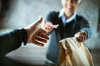 1 dari 4 Pengemudi 'Food Delivery' Ambil Makanan yang Dipesan Konsumen