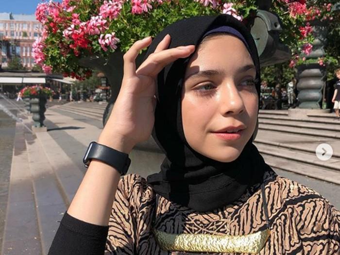 Isabel Azhari, putri dari Ayu Azhari dan Mike Tramp.