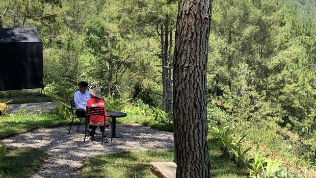 Jokowi Ajak Iriana Tinjau Lokasi Glamour Camping di Tobasa