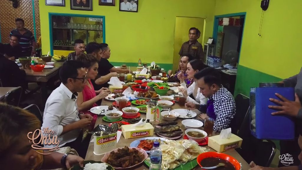 Ojol Dapat Makanan Gratis hingga Ruben Onsu CS Makan di Ciawi