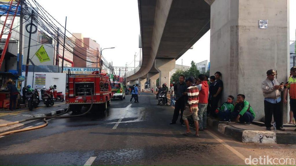 Geprek Bensu Terbakar, Jl Fatmawati Arah ke Cilandak Dialihkan