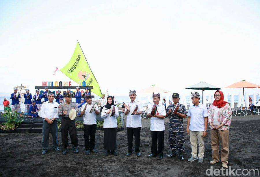 Lewat Festival Cacalan, Banyuwangi ingin mengenalkan wisata Pantai Cacalan yang masih di kawasan kota. Pantai ini akan dijadikan pusat kuliner ikan bakar dan minuman segar jus jambe. (Ardian Fanani/detikcom)
