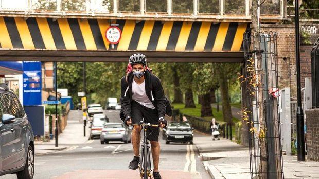 Dipercaya masker seperti ini ampuh menangkal polusi.