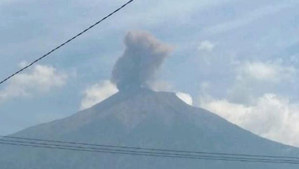 Video Erupsi Gunung Kerinci, Abu Terlontar Setinggi 800 Meter