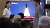 Kepala Staf Gabungan Korea Selatan (JCS) melontarkan peringatan bahwa aktivitas rudal Korut yang terus berulang tidak akan membantu upaya meredakan ketegangan di Semenanjung Korea. Kami menyerukan penghentian aksi-aksi semacam ini, imbuh pernyataan JCS. Foto: AP Photo/Ahn Young-joon