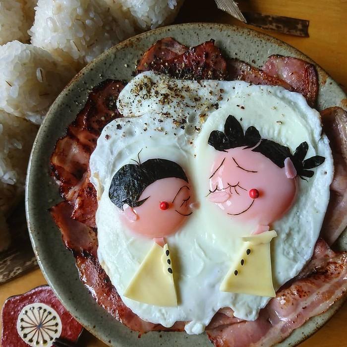 Wanita di balik akun @etn.co_mam ini punya kreativitas yang tinggi. Ia bisa menyulap telur ceplok menjadi beberapa karakter kartun menggemaskan. Foto: Instagram etn.co_mam