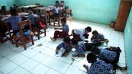 Duh,.. Miris! Pelajar SDN Tegal 04 Bogor Belajar di Lantai