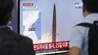 Korut dilaporkan kembali meluncurkan dua rudal balistik jarak pendek pada Rabu (31/7) pagi waktu setempat. Peluncuran rudal Korut ini merupakan yang kedua dalam sepekan terakhir. Foto: AP Photo/Ahn Young-joon