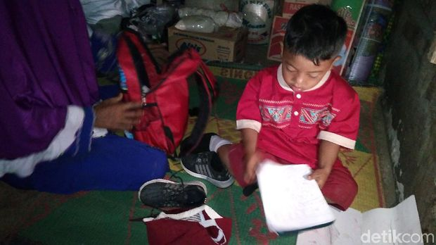 Akhir Bahagia Bocah Berpakaian Kotor Bisa Belajar di SD Margabakti