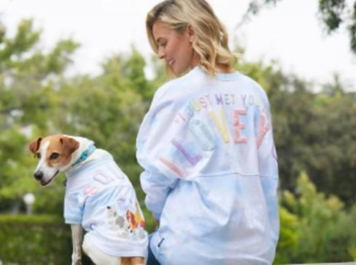Baju kembar dengan anjing dari Disney. Foto: Dok. Disney