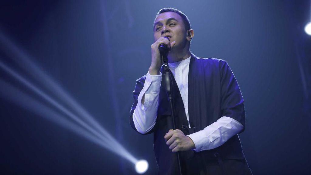 Tulus Sakit, Konser Drive In di GBK Hari Ini Ditunda