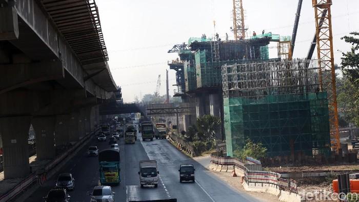 Proyek Kereta Cepat Jakarta-Bandung (JKT-BDG) saat ini sedang dalam tahap pembangunan, Rabu (31/7/2019). Kereta cepat ini ditargetkan beroperasi di 2021.