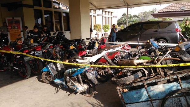 Total ada 17 motor barang bukti yang dicuri Arief Cs.