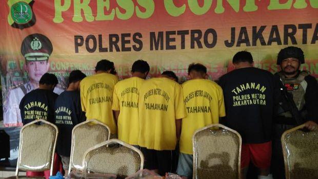 Arief Cs mengaku polisi agar bisa mengambil motor barang bukti.