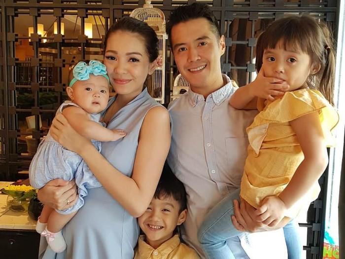 Maya Septha dan keluarga