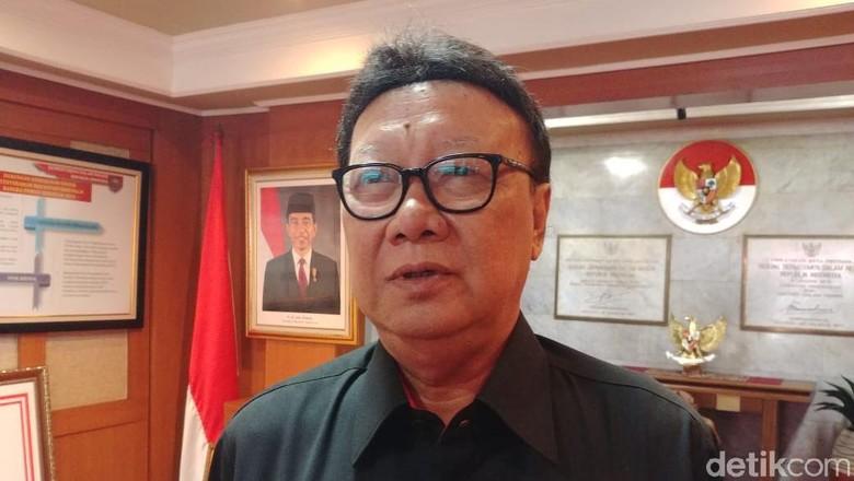 Pastikan Pelayanan Publik di Papua Jalan, Mendagri Telepon Gubernur-Bupati